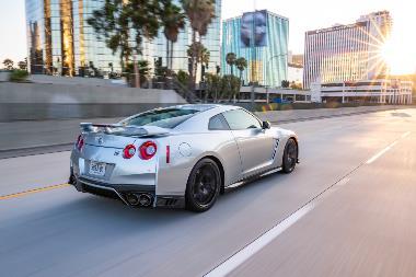 2019_Nissan_GT-R_Rear_right